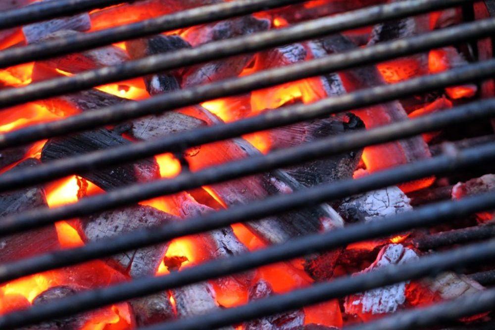 8 handige tips om de barbecue schoon te maken