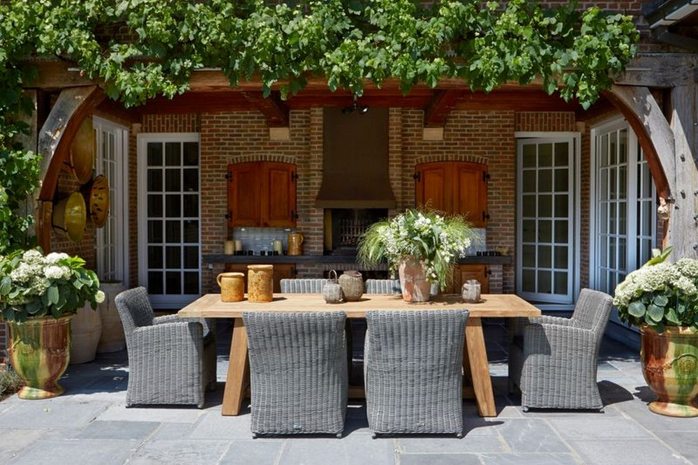 Tuinstoelen en ligstoelen, een must in de tuin
